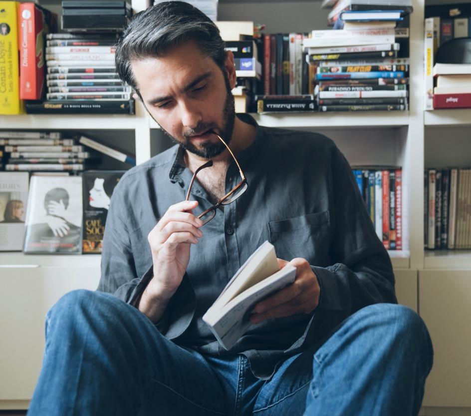 claudio-proietti-man-reading-a-book