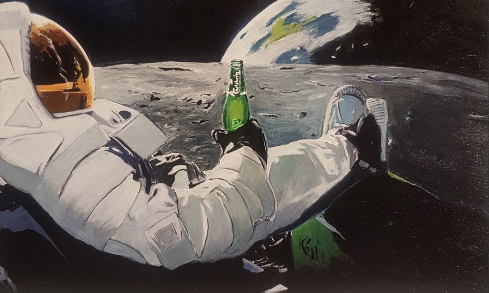 man-on-the-moon-drinks-beer