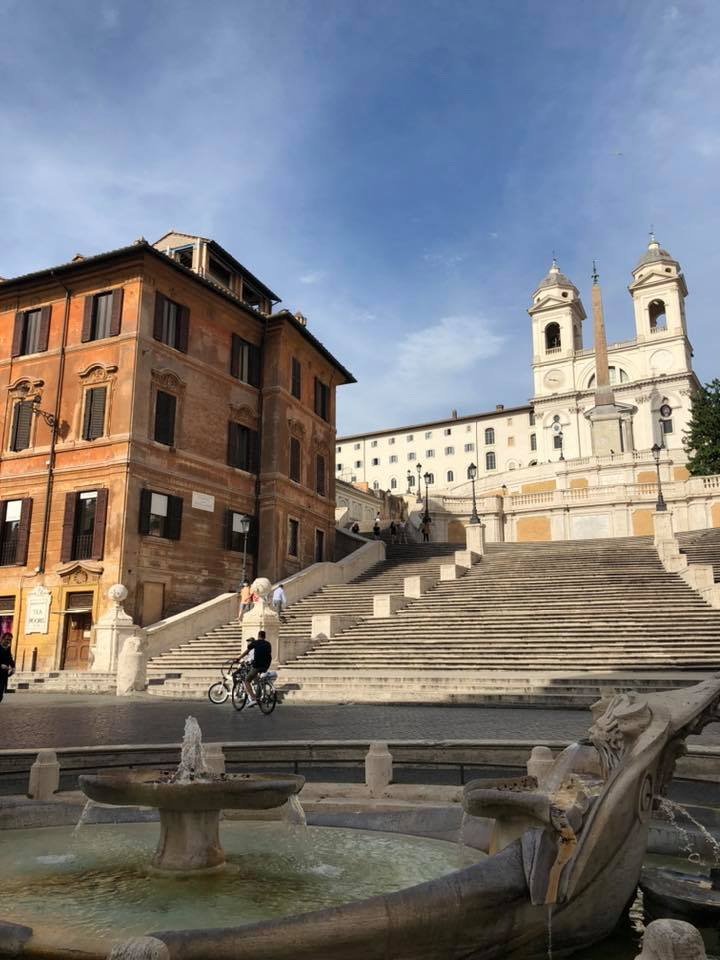 piazza-di-spagna-trinità-dei-monti-fontana-scale-biciclette