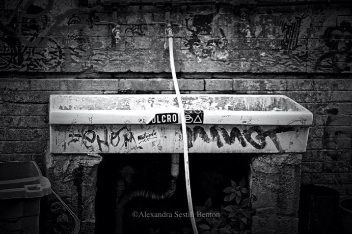 welcome-to-silent-hill-alexandra-benton-foto-lavatoio-lavandino