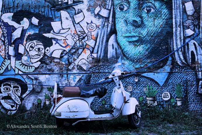 welcome-to-silent-hill-alexandra-benton-foto-vespa-graffiti-murales