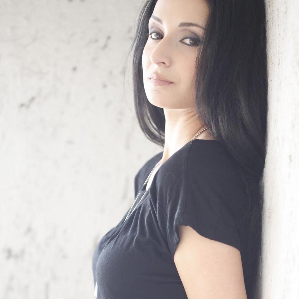 serena-ottardo-black-hair-girl
