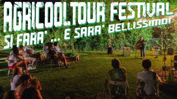agricooltour-si-farà-e-sarà-bellissimo-people-on-the-grass-playing-guitar