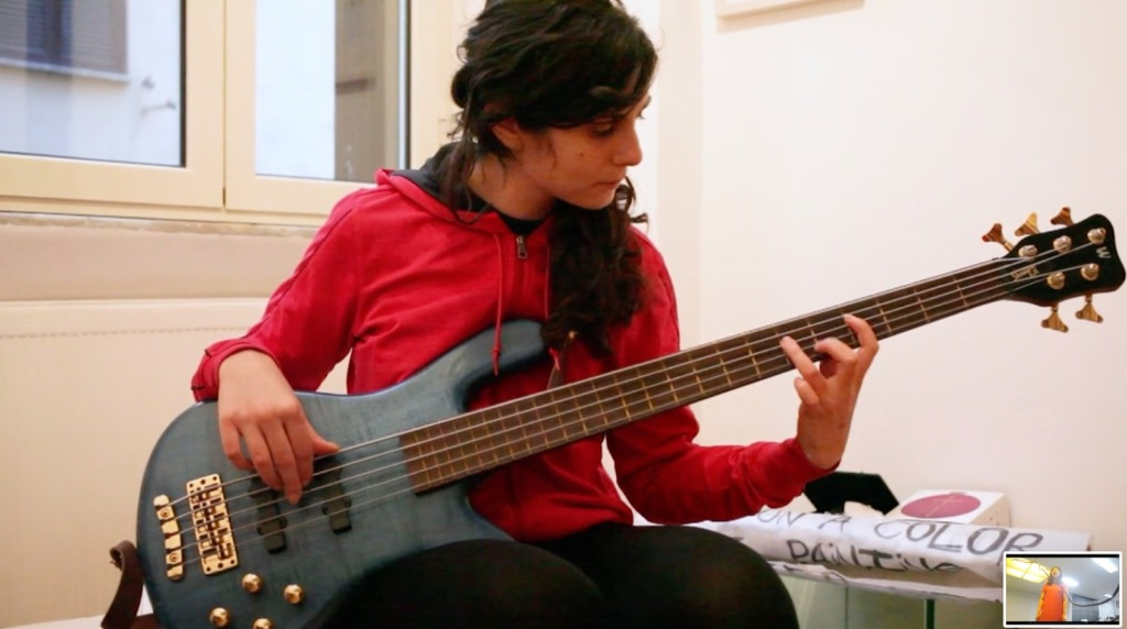 festa-della-musica-world-music-day-2020-girl-playing-bass