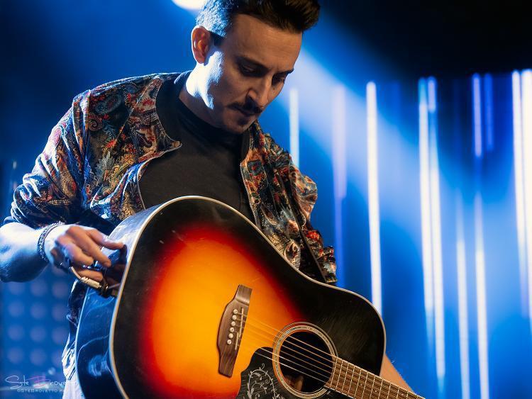 festa-della-musica-world-music-day-2020-boy-playing-guitar