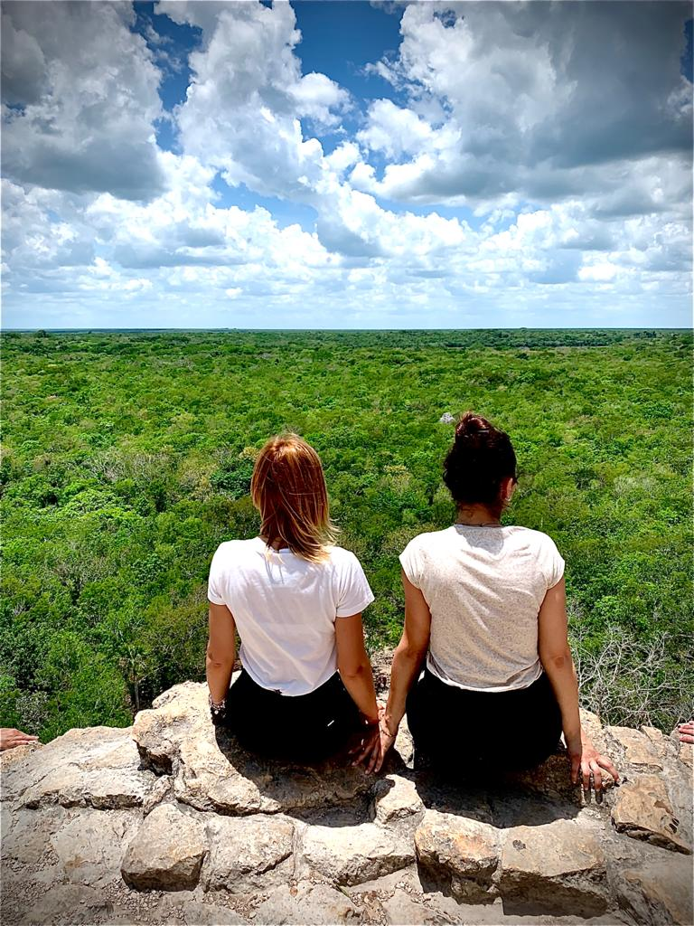 giornata-mondiale-ambiente-world-environment-day-2020-green-nature-girls-white-shirt-forest