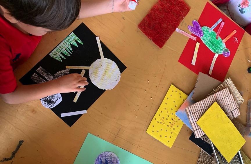 laboratori-bambini-cartoncini-colorati-giochi