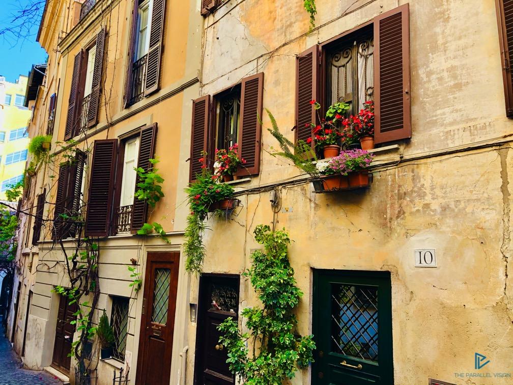 rioni-di-roma-the-parallel-vision-foto-monti-strade-monumenti-vicoli-finestre-porte