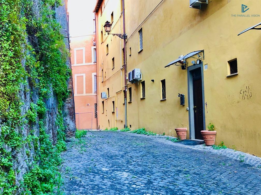 rioni-di-roma-the-parallel-vision-foto-monti-strade-monumenti-vicoli-portone