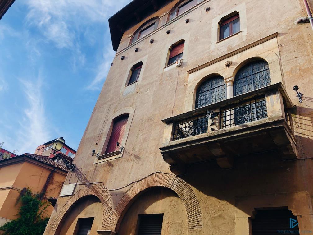 rioni-di-roma-the-parallel-vision-foto-trastevere-strade-monumenti-vicoli-finestre