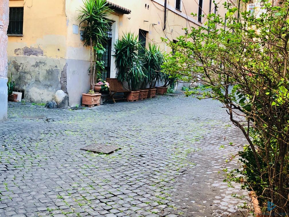 rioni-di-roma-the-parallel-vision-foto-trastevere-strade-monumenti-vicoli-sanpietrini
