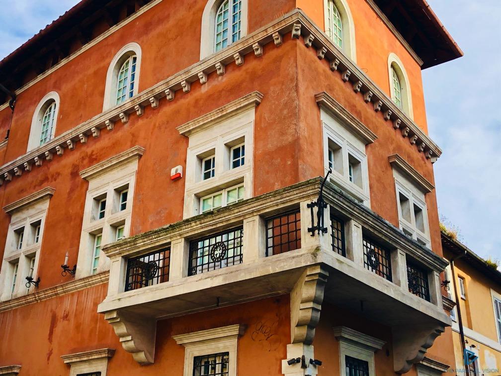 rioni-di-roma-the-parallel-vision-foto-trastevere-strade-monumenti-vicoli-finestre-balcone