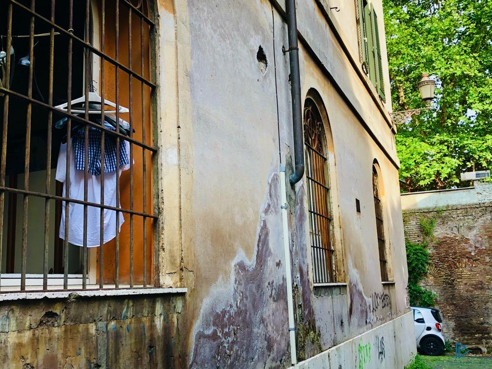 rioni-di-roma-the-parallel-vision-foto-trastevere-strade-monumenti-vicoli-finestre-vestiti