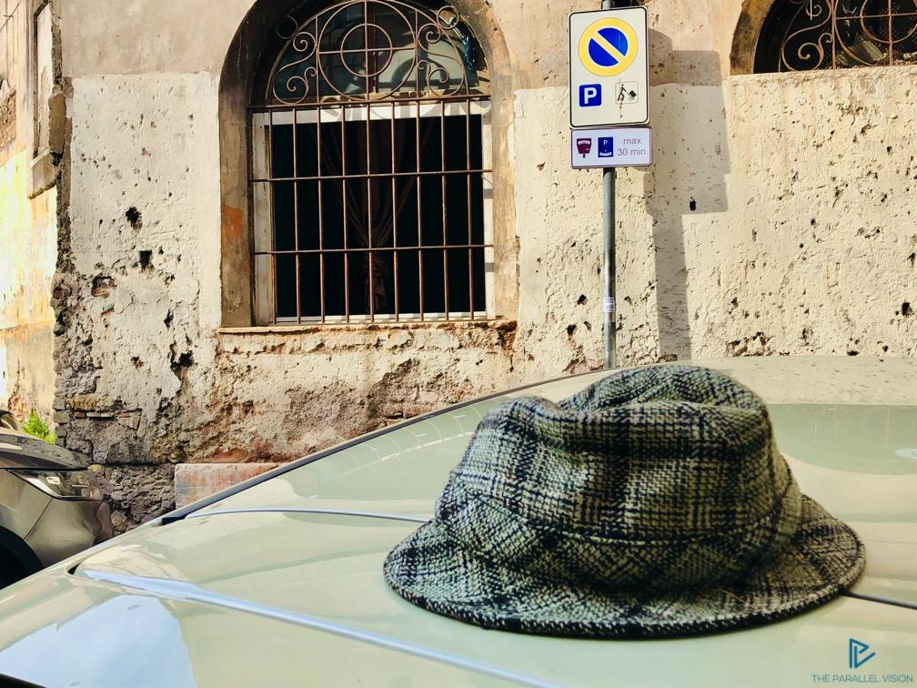 rioni-di-roma-the-parallel-vision-foto-trastevere-strade-monumenti-vicoli-finestre-cappello