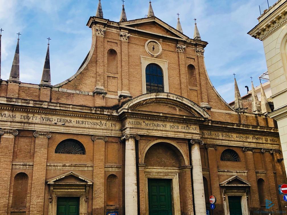 rioni-di-roma-the-parallel-vision-foto-trastevere-strade-monumenti-vicoli-finestre-chiesa