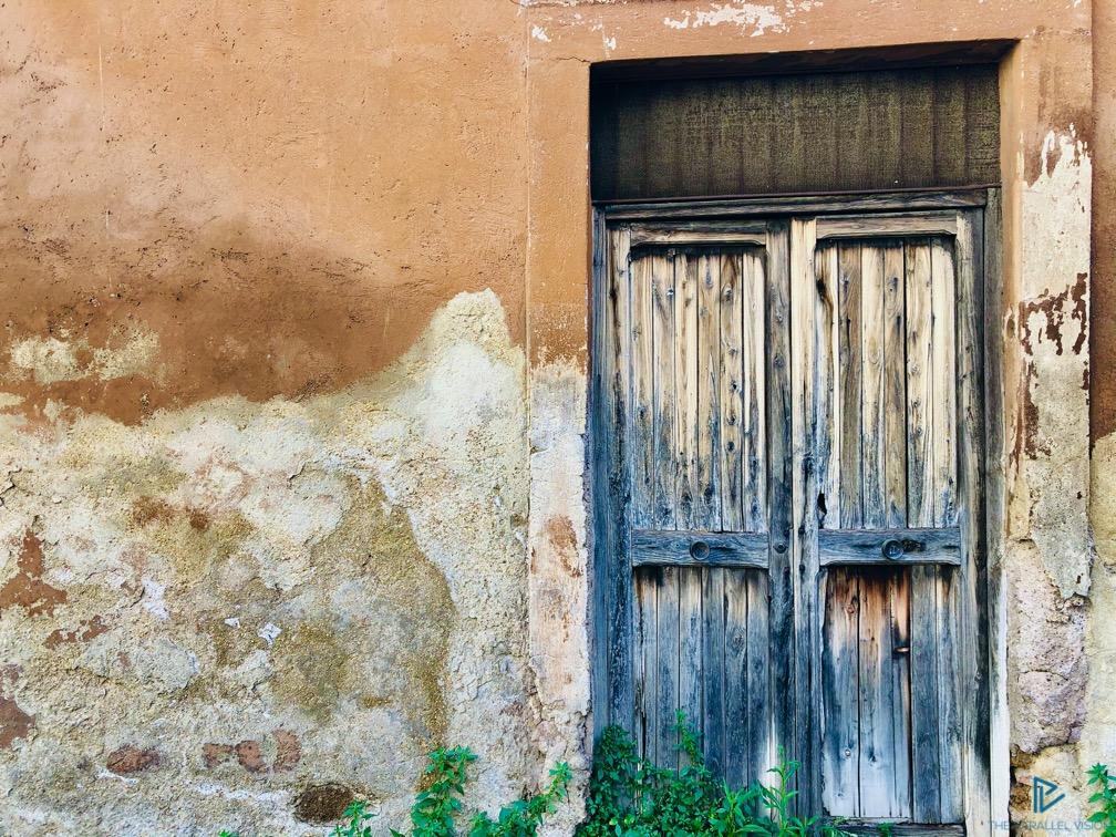 rioni-di-roma-the-parallel-vision-foto-trastevere-strade-monumenti-vicoli-finestre-porta