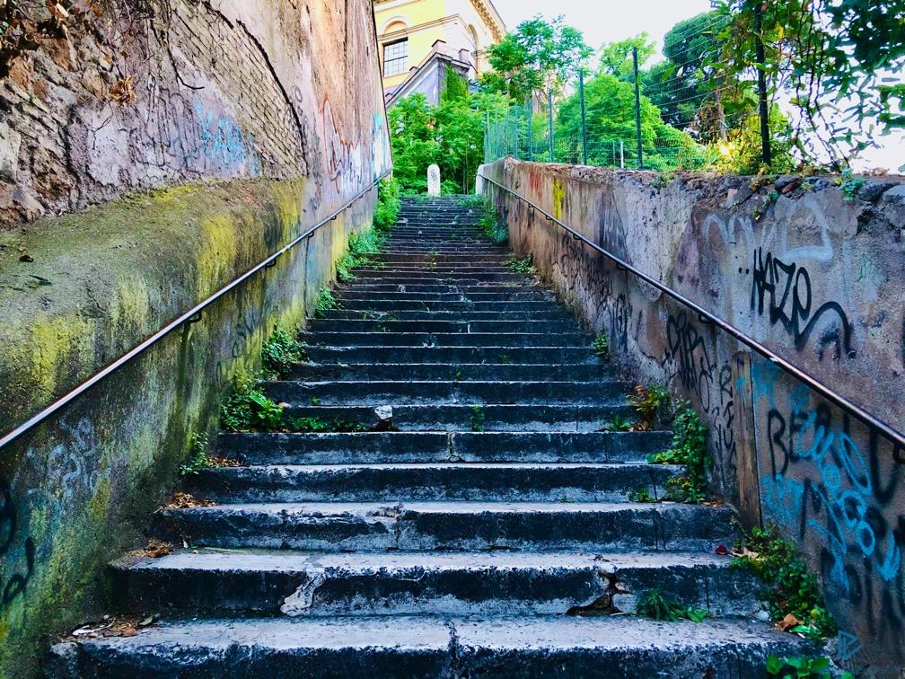 rioni-di-roma-the-parallel-vision-foto-trastevere-strade-monumenti-vicoli-scale