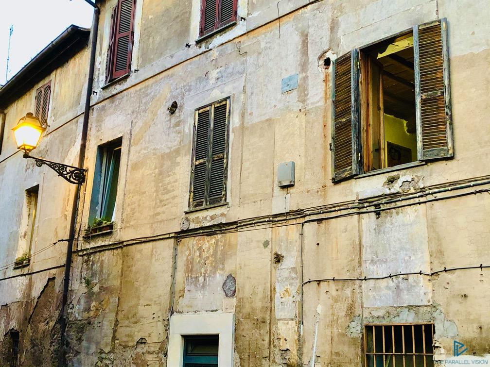 rioni-di-roma-the-parallel-vision-foto-trastevere-strade-monumenti-vicoli-finestra