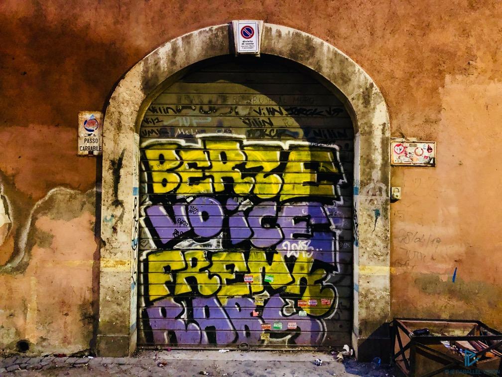 rioni-di-roma-the-parallel-vision-foto-trastevere-strade-monumenti-vicoli-saracinesca-street-art