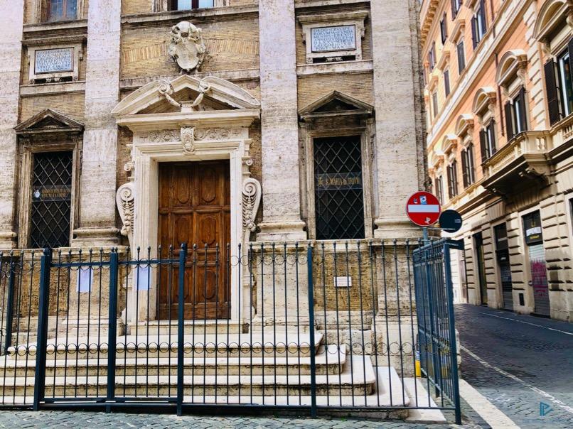 rioni-di-roma-the-parallel-vision-foto-trevi-strade-monumenti-vicoli-chiesa-cancello