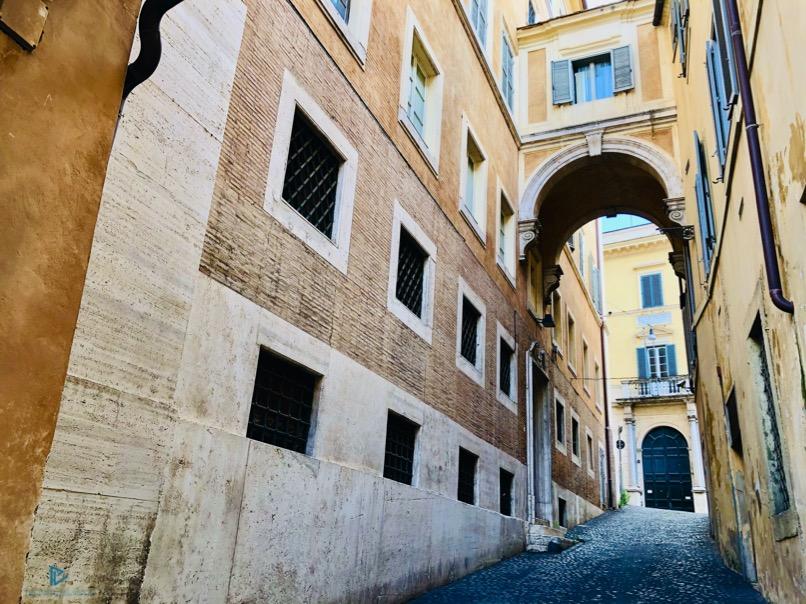 rioni-di-roma-the-parallel-vision-foto-trevi-strade-monumenti-vicoli-arco-finestre