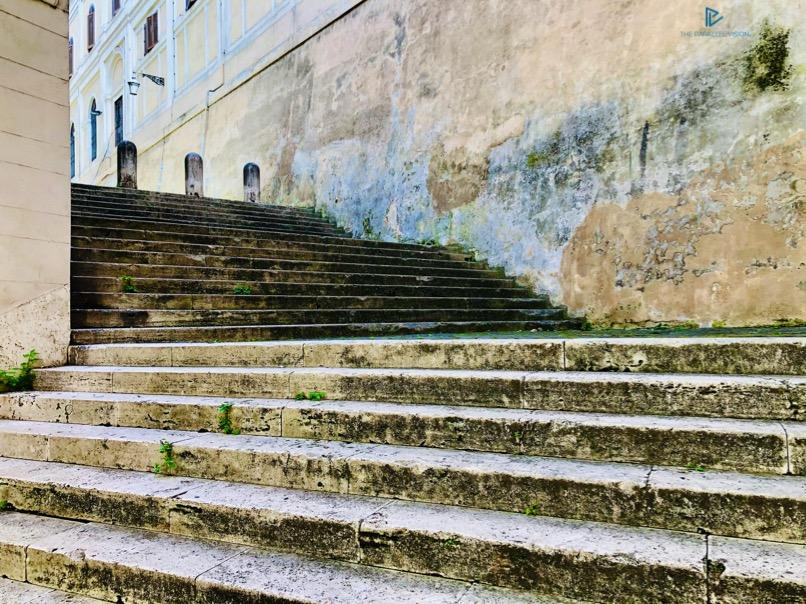 rioni-di-roma-the-parallel-vision-foto-trevi-strade-monumenti-vicoli-scale-stairs