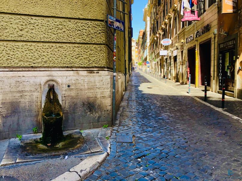 rioni-di-roma-the-parallel-vision-foto-trevi-strade-monumenti-vicoli-fontanella-nasone
