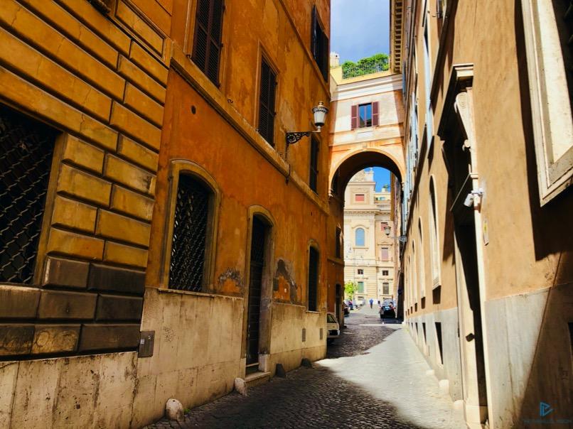 rioni-di-roma-the-parallel-vision-foto-trevi-strade-monumenti-arco