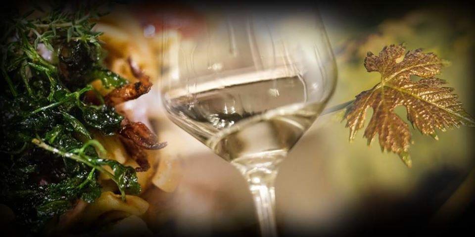 bicchiere-vino-foglie-oro