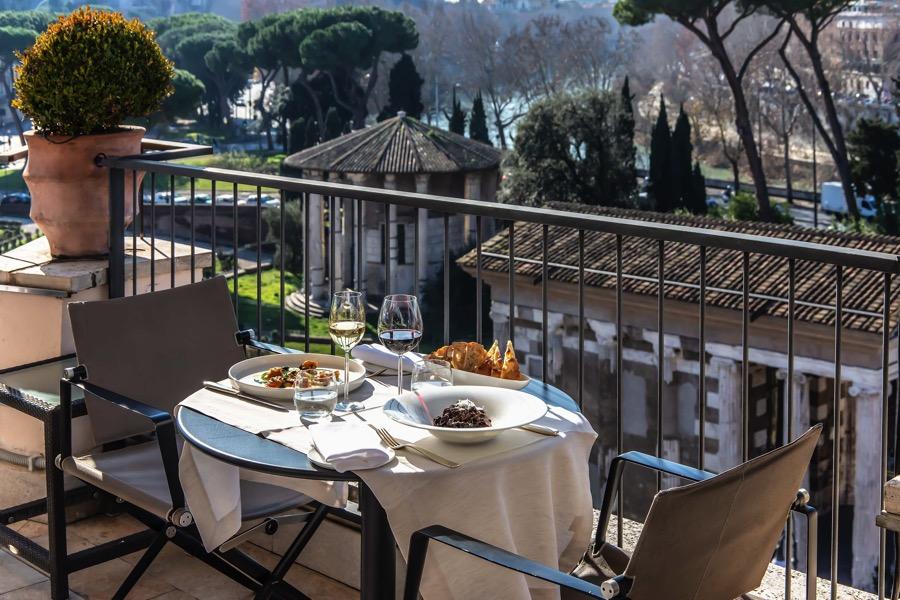terrazza-tavolo-sedie-pranzo-ferragosto-2021