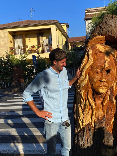 wood-sculpture-face-of-a-woman-with-smiling-guy