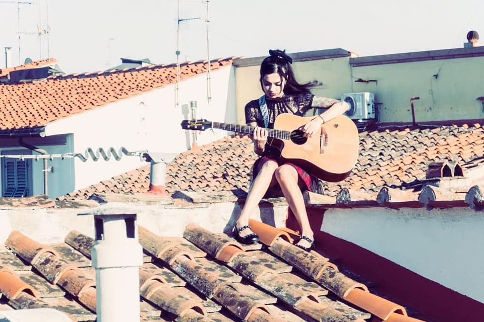 anna-mancini-girl-playing-guitar-on-the-roof