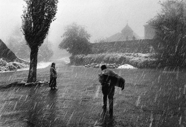 rain-man-and-woman-black-and-white