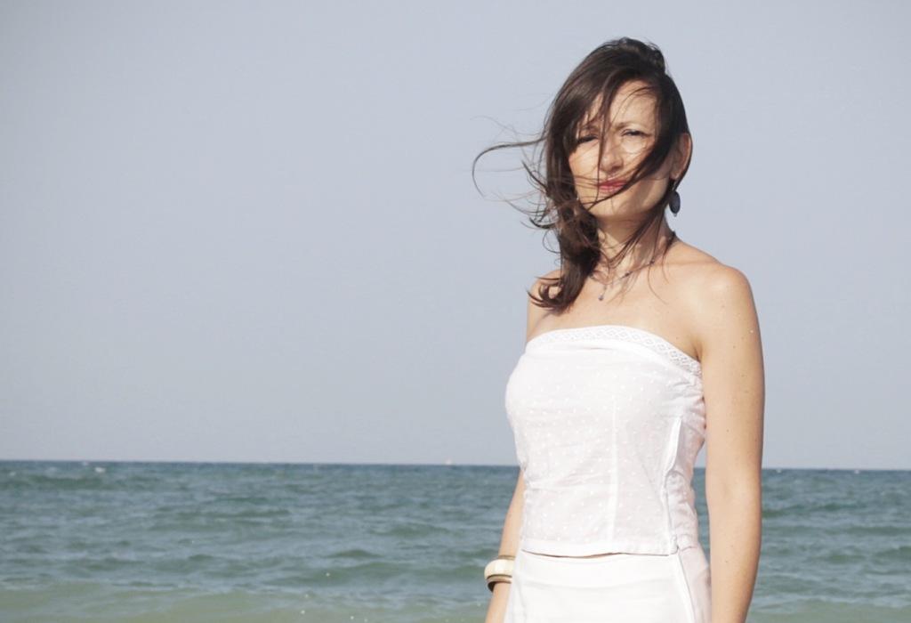 girl-at-the-sea