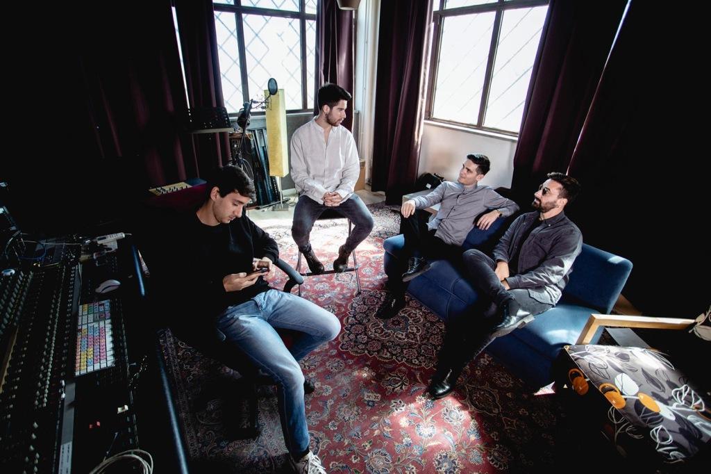 4-guys-in-a-room-carpet-windows