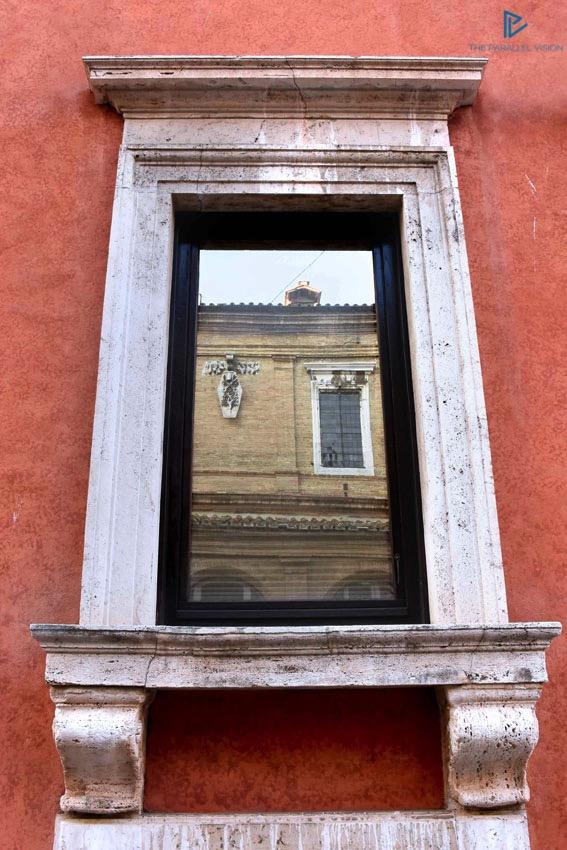 rioni-di-roma-the-parallel-vision-foto-borgo-strade-monumenti-vicoli-finestra-marmo