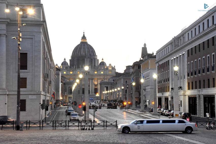 rioni-di-roma-the-parallel-vision-foto-borgo-strade-monumenti-vicoli-san-pietro-limousine-via-della-conciliazione