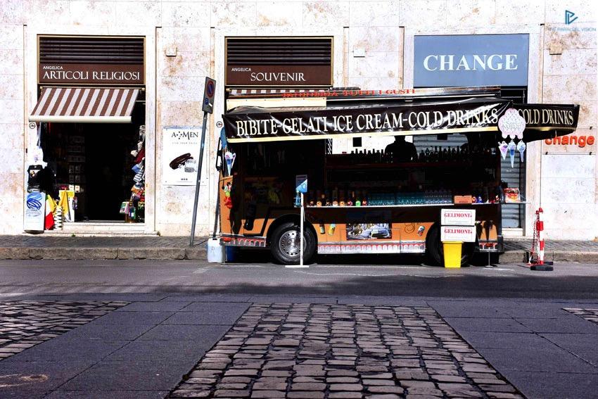 rioni-di-roma-the-parallel-vision-foto-borgo-strade-monumenti-vicoli-change-bibite-gelati-articoli-religiosi-souvenir