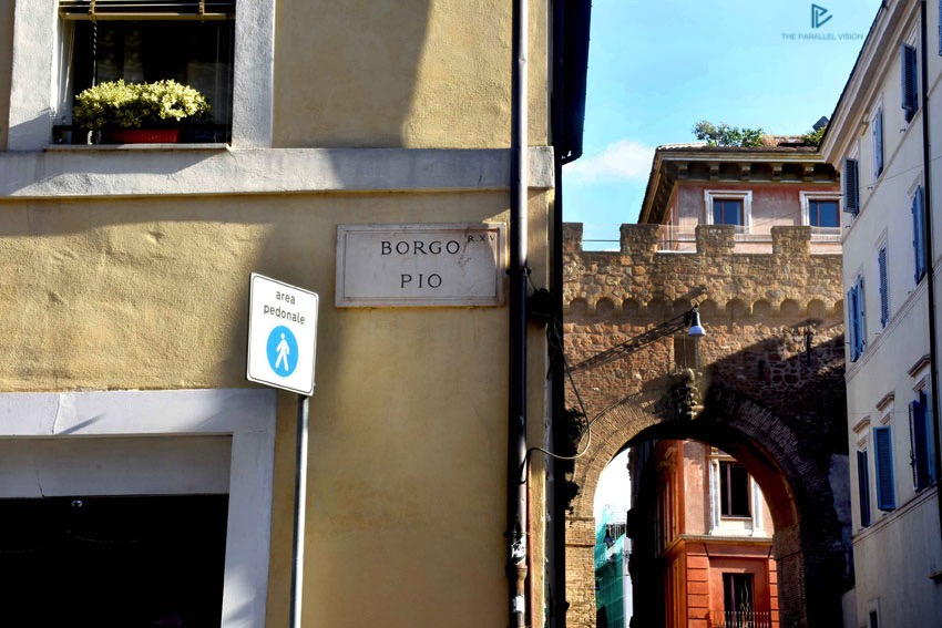 rioni-di-roma-the-parallel-vision-foto-borgo-strade-monumenti-vicoli-arco-borgo-pio