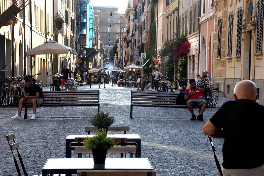rioni-di-roma-the-parallel-vision-foto-borgo-strade-monumenti-vicoli-panchine-tavoli-sanpietrini