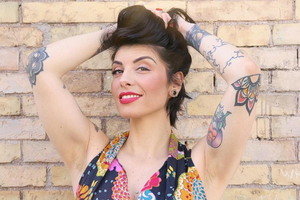 girl-tattoo-make-up-smile
