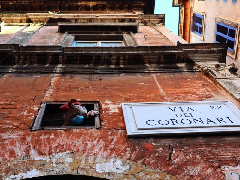 via-dei-coronari-dotto-nano-muro-finestra