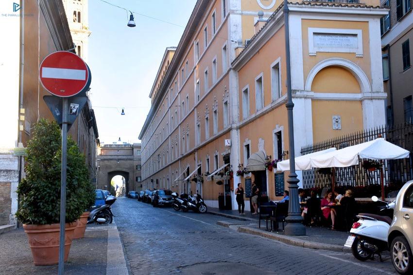 rioni-di-roma-the-parallel-vision-foto-borgo-strade-monumenti-vicoli-divieto