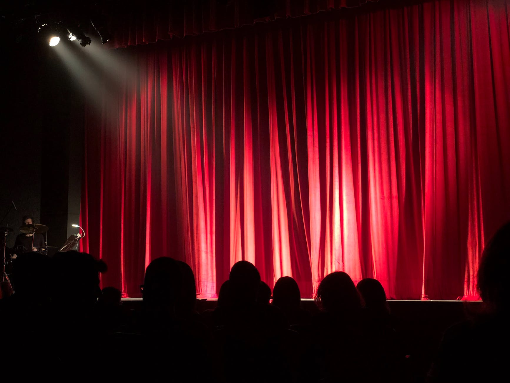 theatre-teatro-sipario-palco-rosso-red-luci-light