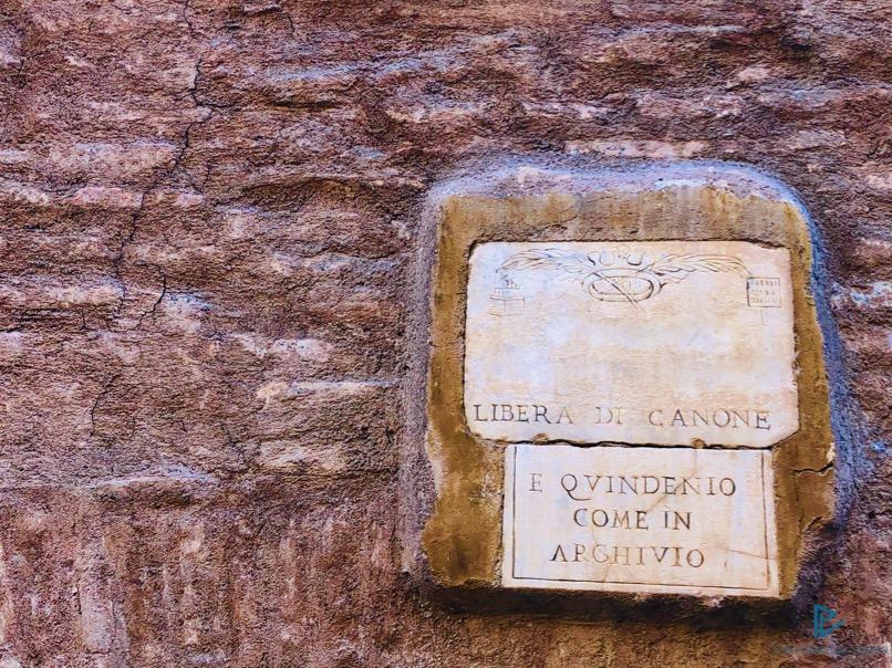 rioni-di-roma-the-parallel-vision-foto-campo-marzio-strade-monumenti-vicoli-targa-marmo-libera-di-canone