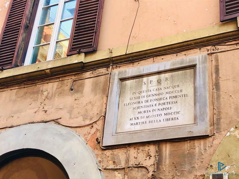 rioni-di-roma-the-parallel-vision-foto-campo-marzio-strade-monumenti-vicoli-targa-scritta-marmo-spqr