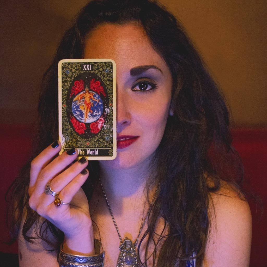 girl-smiling-tarot-card-the-world