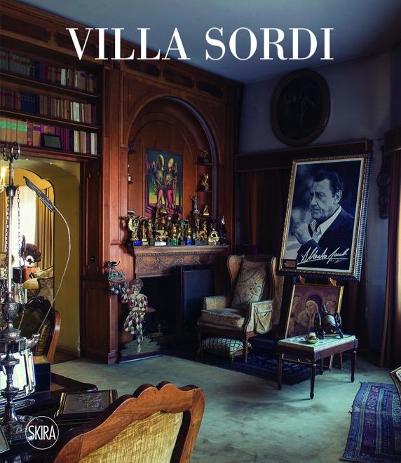 villa-sordi-salotto-quadro-libri-alberto-sordi