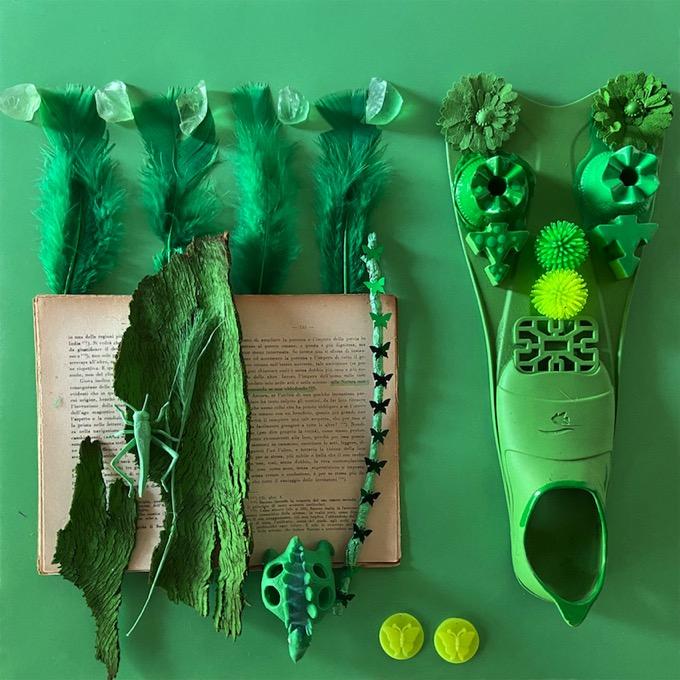 green-verde-libro-remix-camouflage-piume