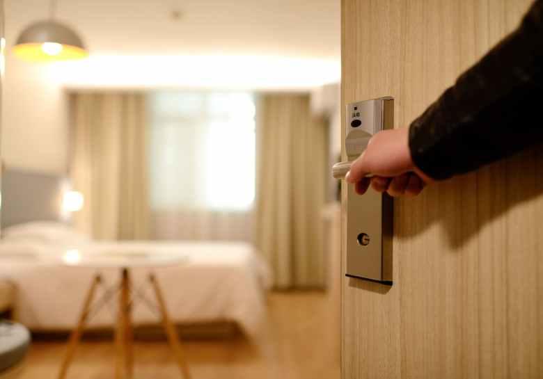 hotel-porta-letto-mano